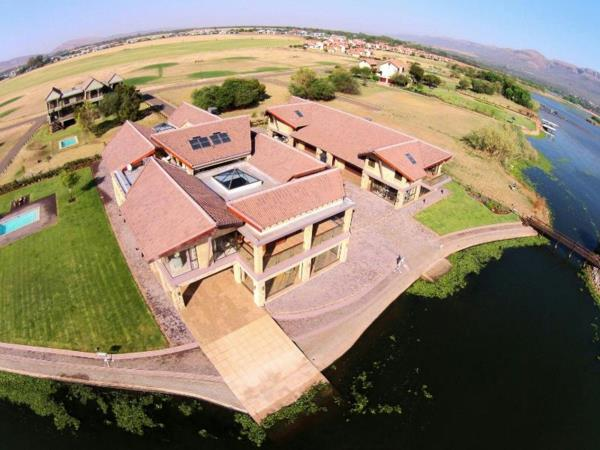 8 bedroom house for sale in The Coves