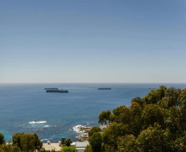 619 m² residential vacant land for sale in Bantry Bay