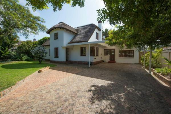 4 bedroom house for sale in Pinelands (Cape Town)