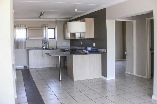 https://images.pamgolding.co.za/content/properties/201511/526032/h/526032_h_3.jpg?w=600&quality=75