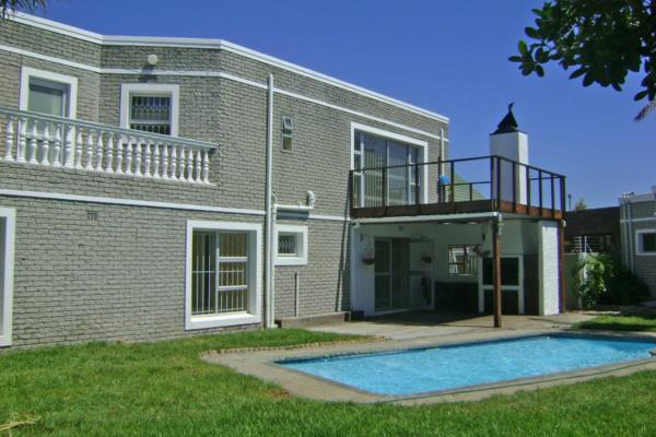 5 bedroom house to rent in Sunset Beach (Cape Town)