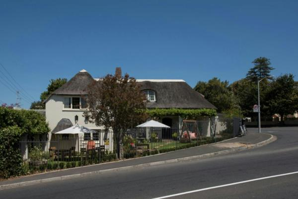 250 m² commercial office for sale in Wynberg (Cape Town)