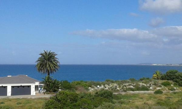 700 m² vacant land for sale in Shelley Point