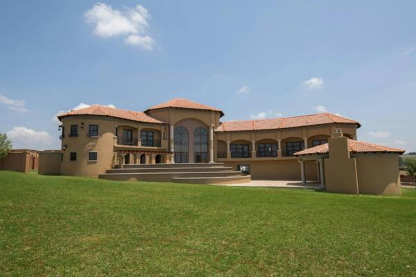 7 bedroom house for sale in Mooikloof Heights
