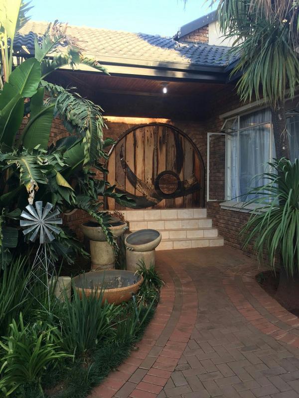 4 bedroom house for sale in Kanonkop (Middelburg)