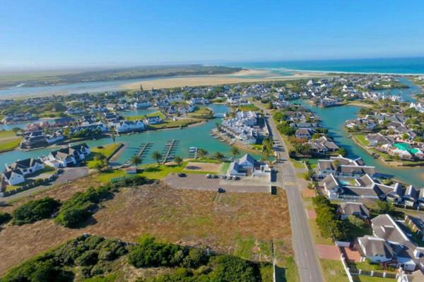 16500 m² vacant land for sale in Canals