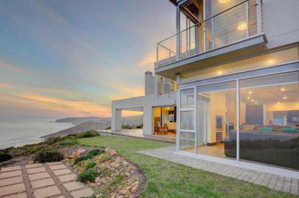 6 bedroom security estate home for sale in Breakwater Bay