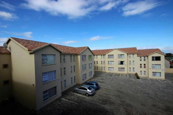 2 bedroom multi-storey apartment for sale in Oudtshoorn South