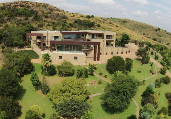 7 bedroom security estate home for sale in Naaupoort
