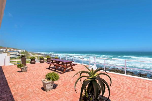 6 bedroom house for sale in Beachview