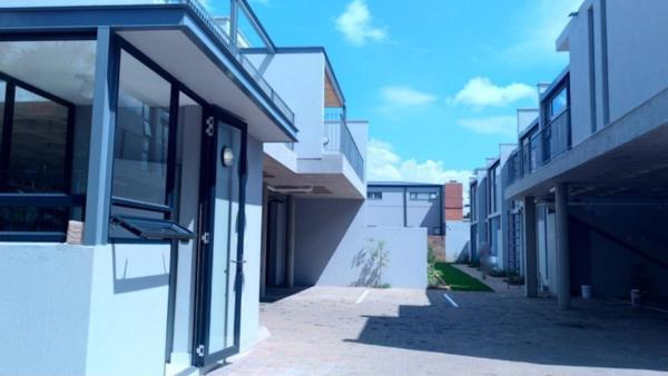 2 bedroom house for sale in Menlo Park