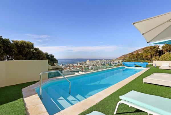 6 bedroom house to rent in Bantry Bay
