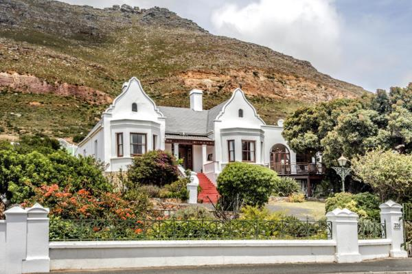 6 bedroom house for sale in Simons Town