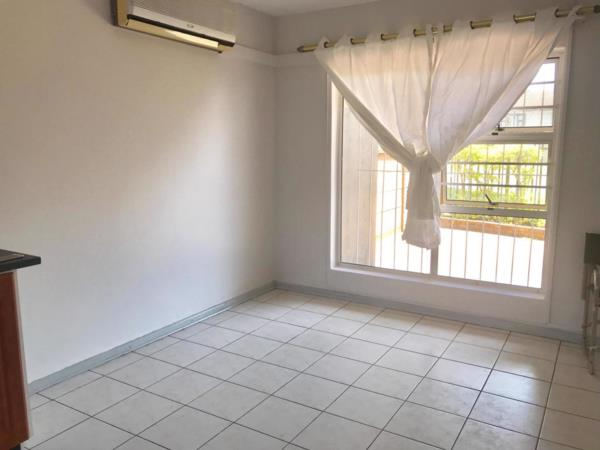 https://images.pamgolding.co.za/content/properties/201902/1260045/h/1260045_h_1.jpg?w=600&quality=75