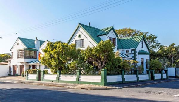 6 bedroom house for sale in Strand North