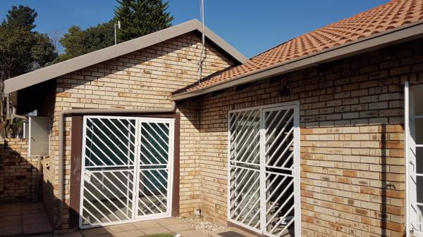 https://images.pamgolding.co.za/content/properties/201905/1334609/h/1334609_h_4.jpg?w=600&quality=75