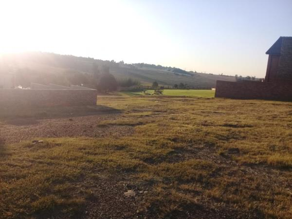 600 m² vacant land for sale in Clubville