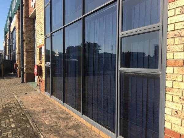 500 m² commercial industrial property to rent in Alton