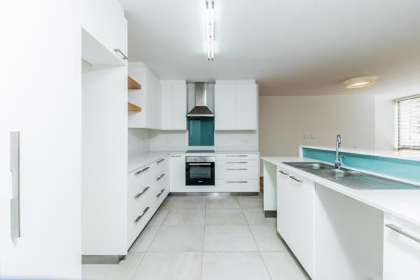 https://images.pamgolding.co.za/content/properties/201906/1397367/h/1397367_h_11.jpg?w=600&quality=75