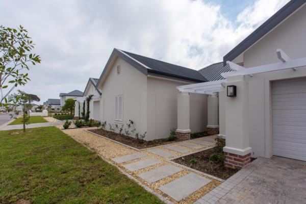 https://images.pamgolding.co.za/content/properties/201907/1056452/h/1056452_h_7.jpg?w=600&quality=75