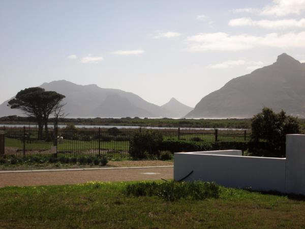 699 m² residential vacant land for sale in Kommetjie