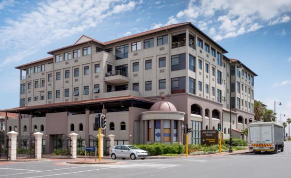 777 m² commercial office to rent in Century City