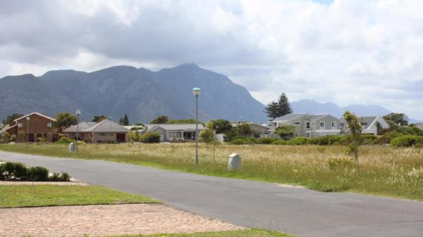 694 m² vacant land for sale in Westcliff (Hermanus)