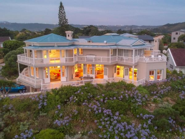 6 guest room guesthouse for sale in Leisure Isle