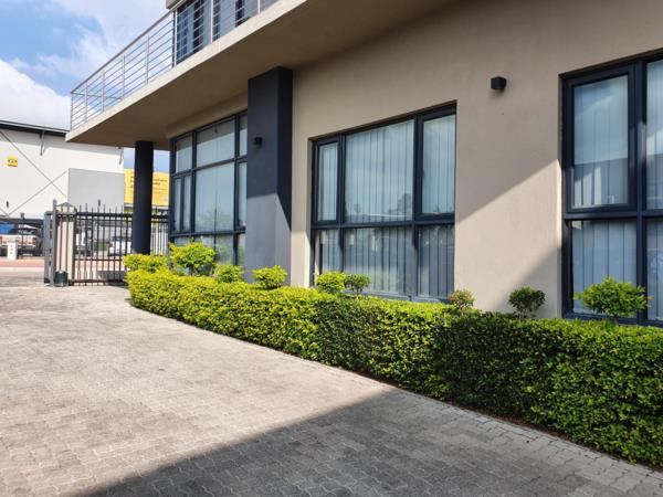 410 m² commercial office for sale in Bendor Park