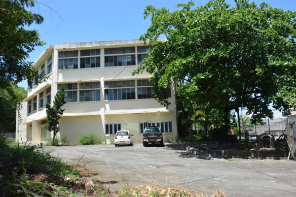 5654 m² commercial industrial property for sale in Port Louis (Mauritius)