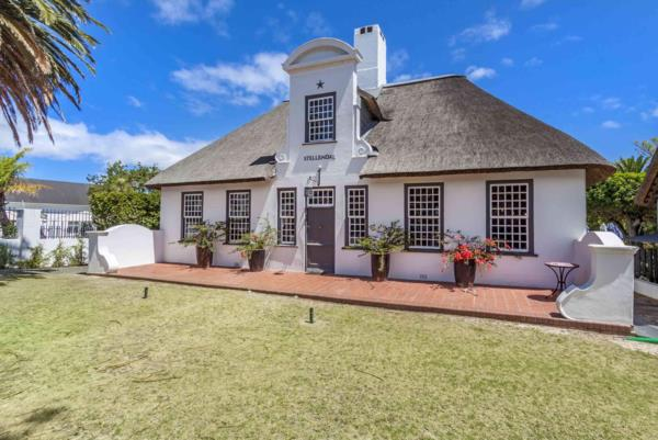 4-star 13 guest room guesthouse for sale in Somerset West