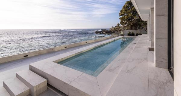 3 bedroom penthouse apartment to rent in Bantry Bay