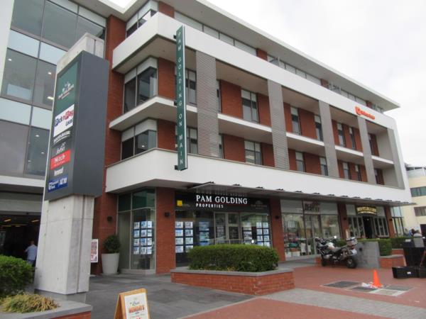 Commercial business to rent in Kenilworth Upper