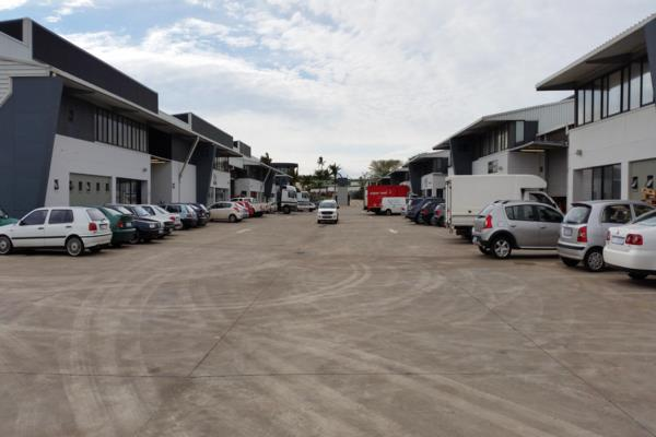 720 m² commercial industrial property to rent in Mount Edgecombe