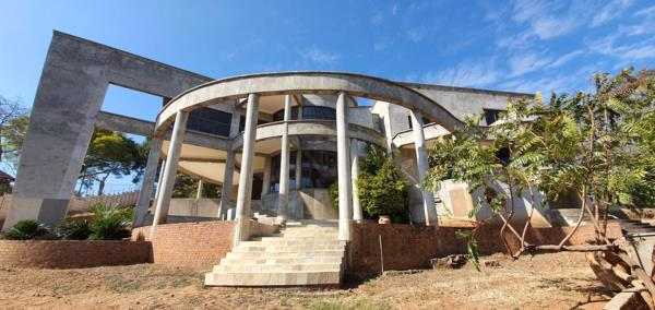 6 bedroom house for sale in Borrowdale (Zimbabwe)