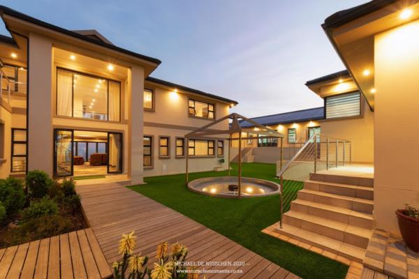 8 bedroom house for sale in Pinnacle Point Golf Estate