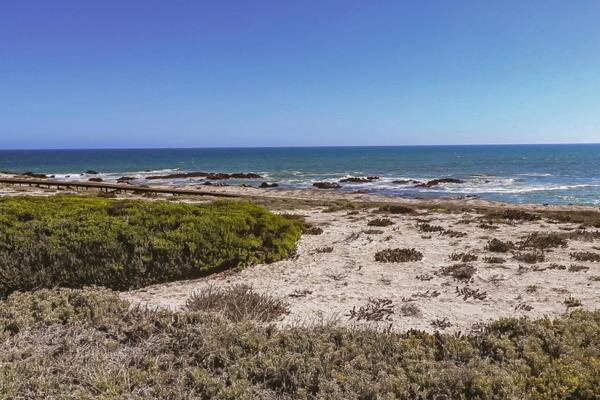 1081 m² residential vacant land for sale in Yzerfontein