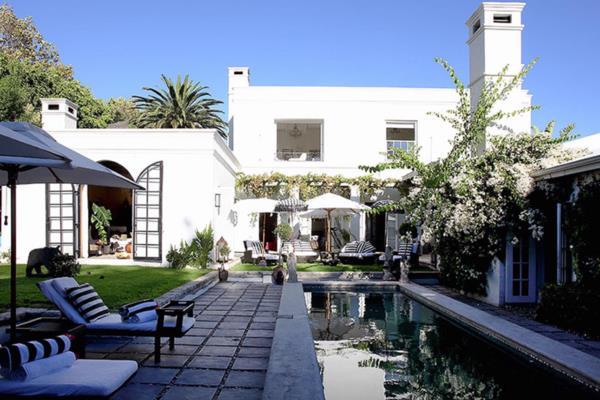 4 bedroom house to rent in Constantia (Cape Town)