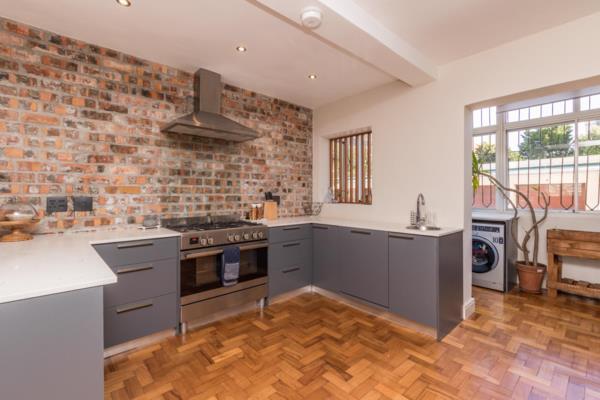 3 bedroom apartment to rent in Kenilworth Upper