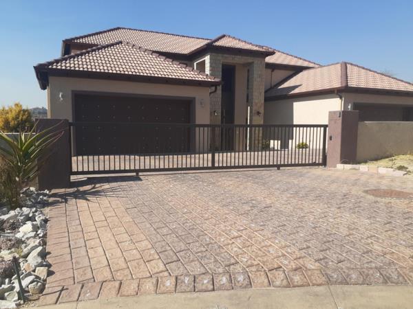 6 bedroom house for sale in Blue Valley Golf Estate