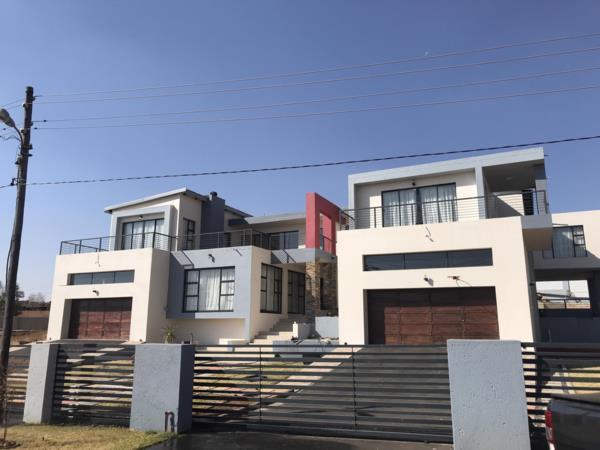 5 bedroom house for sale in Bronkhorstbaai