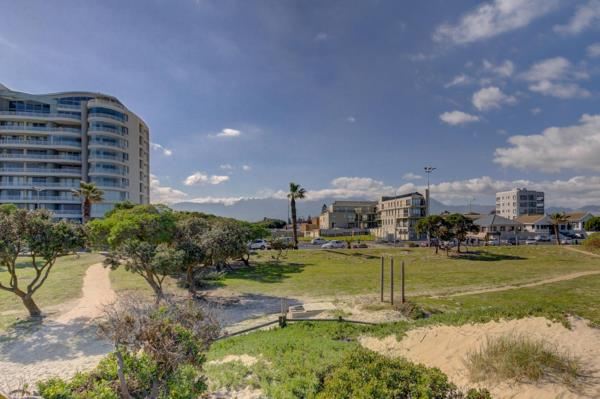 2482 m² vacant land for sale in Strand North