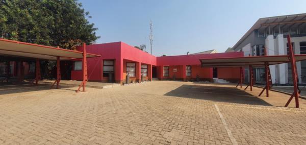 808 m² commercial office for sale in Bendor Park