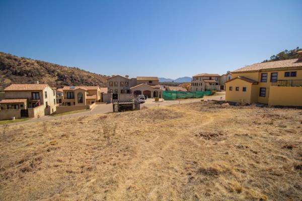 750 m² vacant land for sale in Estate D Afrique