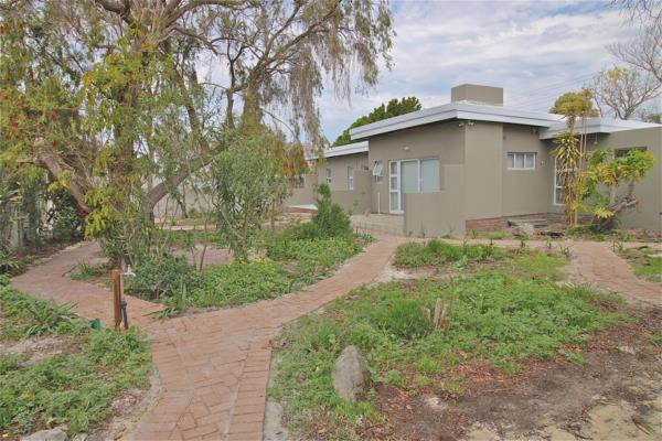 7 bedroom house for sale in Panorama (Parow)