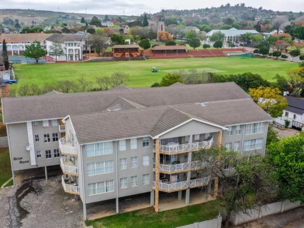 3 bedroom multi-storey apartment for sale in West Hill (Makhanda (Grahamstown))