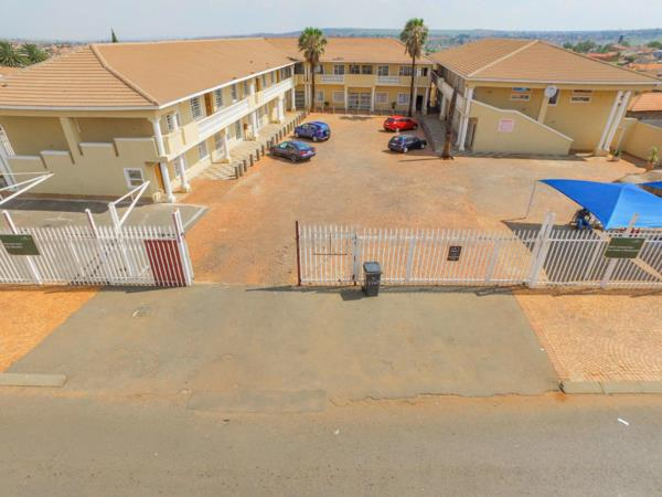 3218 m² block of flats for sale in Lenasia South