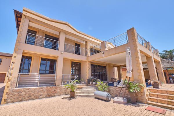 5 bedroom house for sale in Montclair (KwaZulu-Natal)