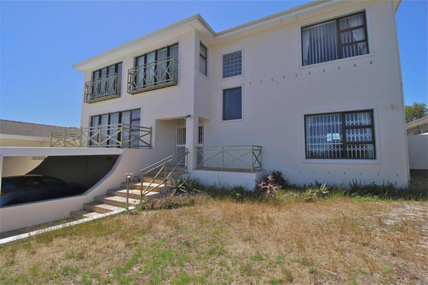 5 bedroom house for sale in Panorama (Parow)