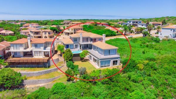 6 bedroom house for sale in Santareme